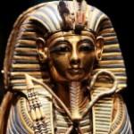 Сломана погребальная маска Тутанхамона в музее Каира