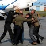Туристы-дебоширы требуют с «Анекс тура» деньги за свой отказ от полёта