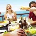 Власти Пхукета запретили туристам есть на пляжах