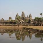 Камбоджа депортирует туристов за фотосессию в стиле ню
