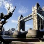 Испанские туристы искупались в Темзе