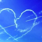 Пилот нарисовал в небе два сердца