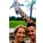 Туристы из Ирландии проснулись популярными после селфи со смеющимся жирафом