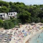 Испания запретила бронировать места на пляжах