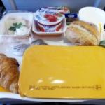 Шумопоглощающие наушники сделают самолетную еду вкуснее