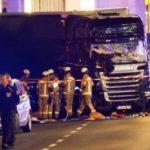Полиция: грузовик намеренно врезался в толпу в Берлине