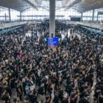 Ваэропорту Гонконга отменили вылет почти всех рейсов